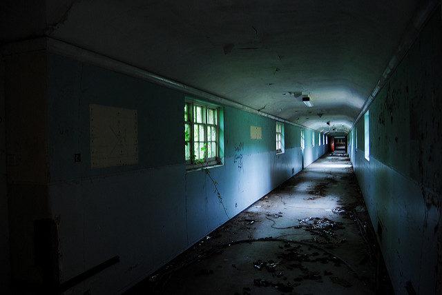 Long, empty corridor. Author: Rob WalkerCC BY 2.0