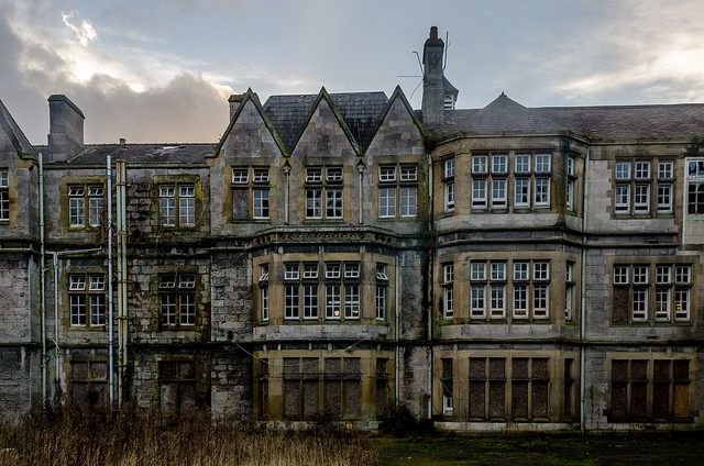 North Wales Hospital frontal photo. Author: Robin Hickmott CC BY 2.0