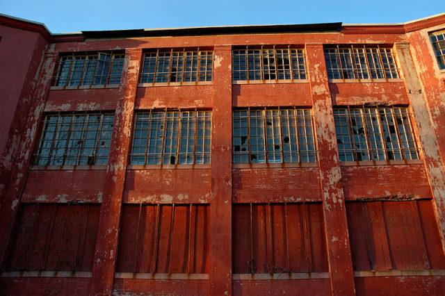 Northampton State Hospital broken windows. Author: Karan Jain CC BY 2.0