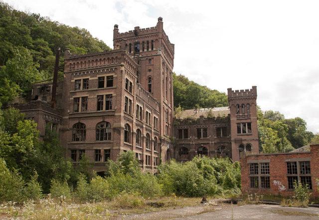 The abandoned mine. Author:Johan BakkerCC BY-SA 3.0