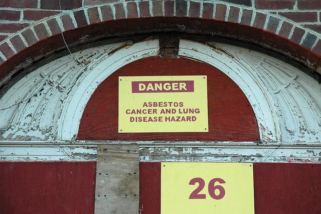 The asbestos warning. Author:Karan Jain CC BY 2.0