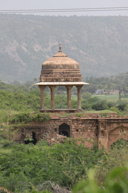The lonely Bhangarh Fort. Author: Shahnawaz Sid CC BY 2.0