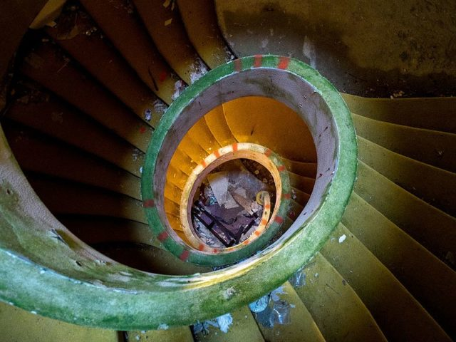 The spiral staircase. Author: Ajay Suresh CC BY 2.0