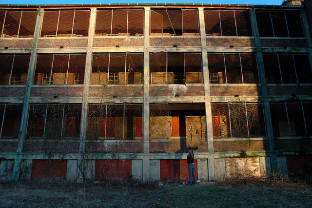 The three floors of the Northampton State Hospital. Author: Karan Jain CC BY 2.0
