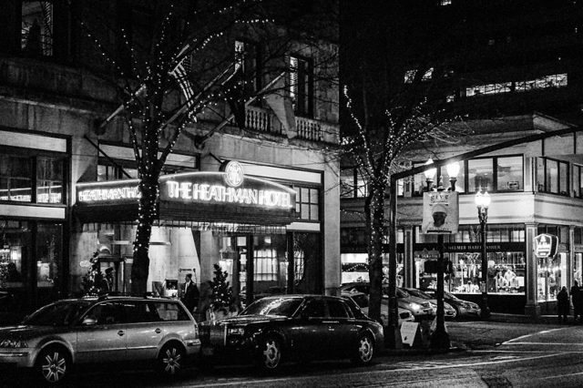 A nighttime view of the Heathman Hotel in Portland, Oregon.Author:Visitor7CC BY-SA 3.0