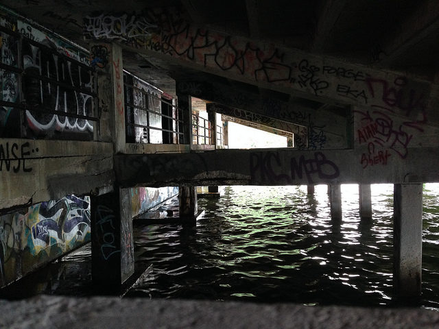 Under the seats. Author:Ines Hegedus-GarciaCC BY 2.0