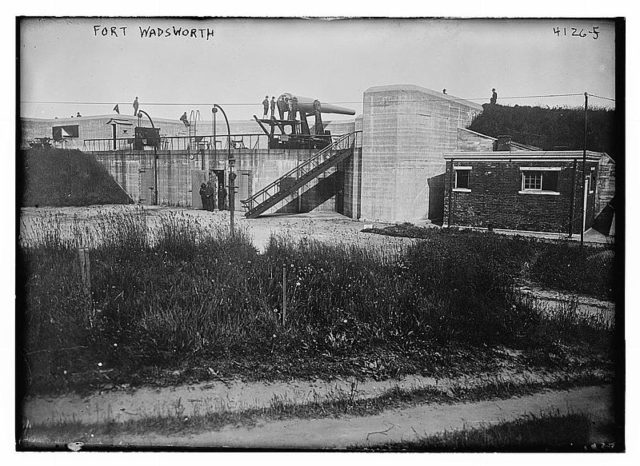 Unidentified battery at Fort Wadsworth circa 1917.