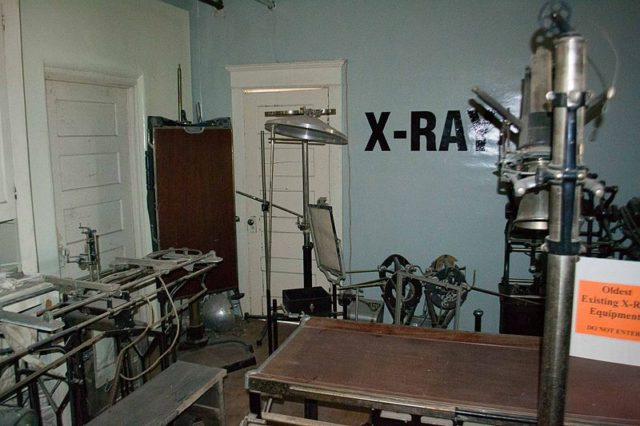 X-ray room. Visitor7 CC BY 3.0