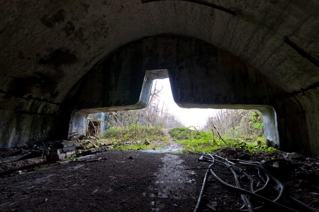 Entrance number 2 as seen from inside – Author: Ballota – CC BY-SA 4.0