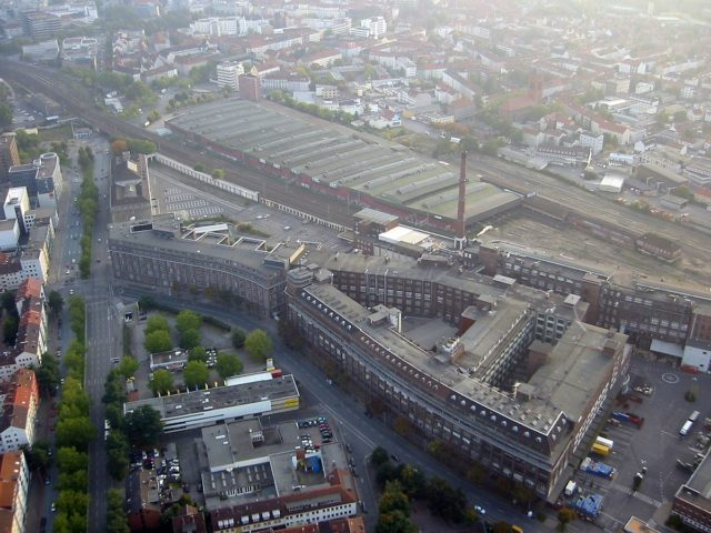 Aerial of Continental factory buildings in Hanover – Author: Ballooningz.de – CC-by-sa 2.0