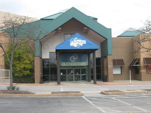 Crestwood Plaza, Crestwood, MO, USA, exterior – Author: Khazar2Commons – CC BY-SA 3.0