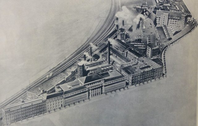 Aerial photo of the main plant at Vahrenwalder Straße in Hanover, Germany, early in the 1920s – Author: Werkzeitung Continental AG Hannover – PD-alt-1923