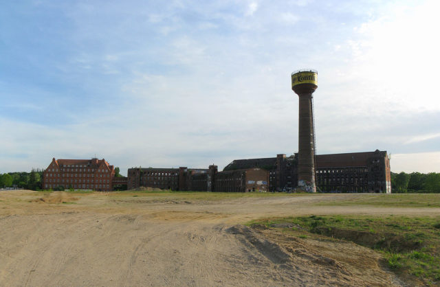 """Former factory site in Hanover-Limmer, here is the so called """"Wasserstadt"""" – Author: Misburg3014 – CC BY-SA 3.0"""