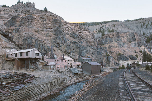 The Eagle River sits between the Eagle Mine and the former D&RGW Tennessee Pass – Author: el-toro – CC by 2.0