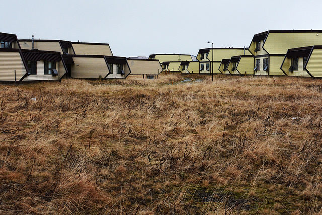 Abandoned civilian homes no Adak – Author: Paxson Woelber – CC by 2.0