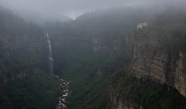 Tequendama Falls, Outside Bogota, Colombia, foggy place / Hotel del Salto (top right) – Author: Donald H. Allison – CC by 2.0