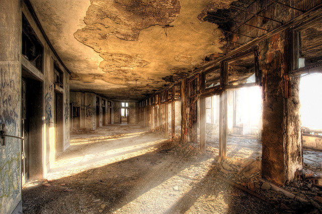 Michigan Central Station, new rising sun – Author: Shane Gorski – CC by 2.0