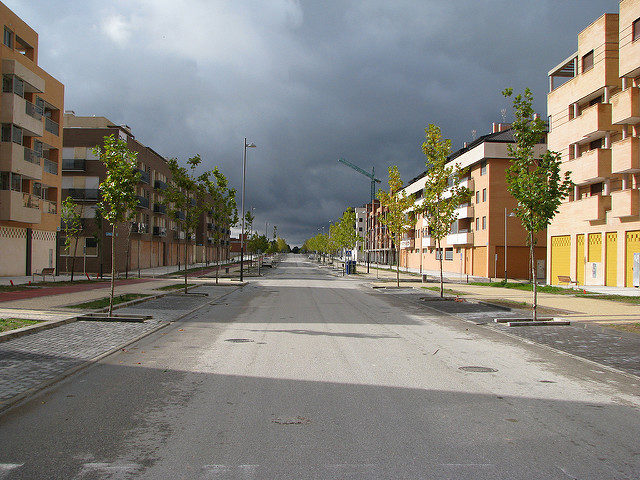 Empty streets with construction equipment rusting slowly – Author: José María Mateos – CC by 2.0