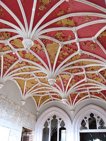 Neogothic roof/ Author: Pont 1833 – CC BY-SA 4.0