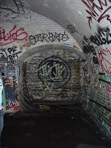 Graffiti in Haxo station/Author: Yann Caradec – CC BY-SA 2.0