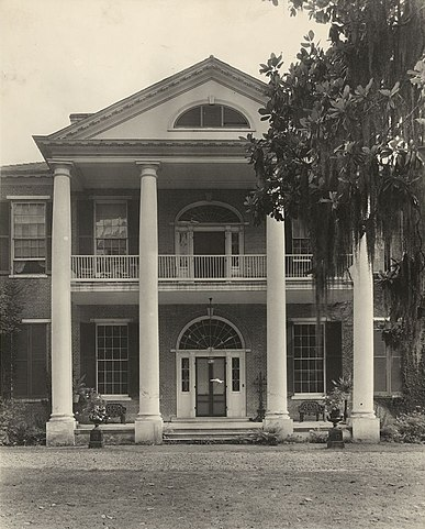 It is one of the most important examples of the architecture of the South of the USA