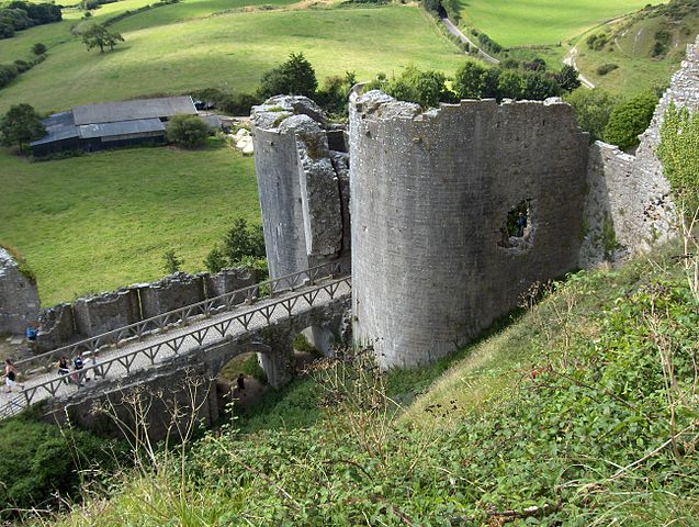 The southwest gatehouse, which allowed access from the outer bailey to the west bailey dates from the mid 13th century/ Author: Jeodesic – CC BY-SA 3.0