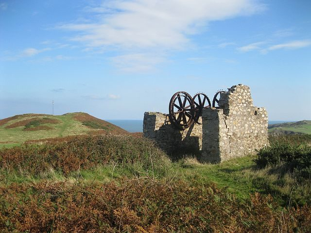 Remains of winding house/ Author: Bob Jones – CC BY-SA 2.0