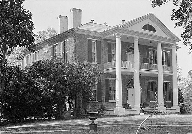 The front (north) and east elevations in 1934