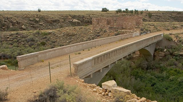 Canyon Diablo Bridge at Two Guns is listed on the National Register of Historic Places/ Author: Marcin Wichary – CC BY 2.0
