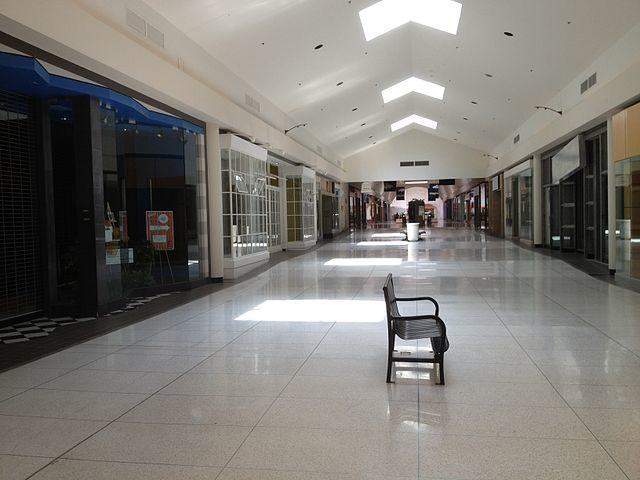 Crestwood Center – Mike Kalasnik – CC BY-SA 2.0