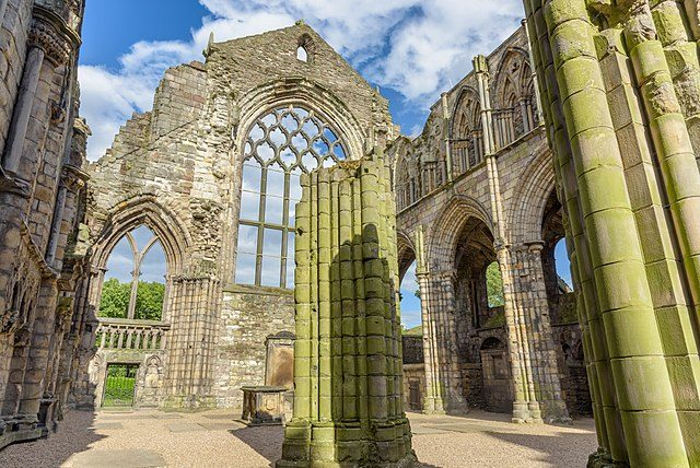 The ruins of Holyrood Abbey's nave/ Author: XtoF – CC BY-SA 4.0