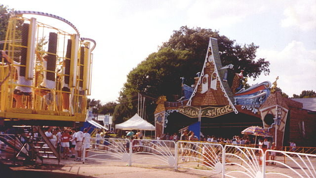 Joyland's Whacky Shack (1997)/Author: Ppelleti – CC BY-SA 3.0