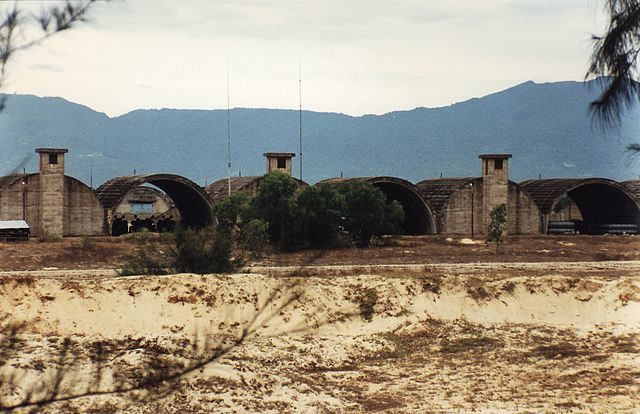 Marble Mountain Air Facility in April 1998 – Author: Mztourist – CC BY-SA 4.0