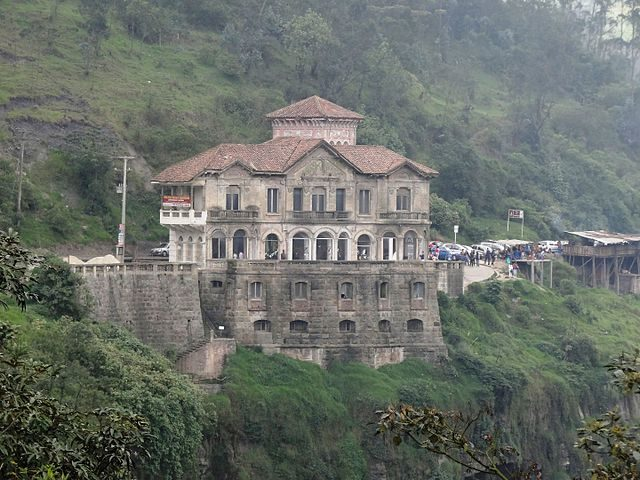 Tequendama Falls Hotel before renovations – Author: Petruss – CC BY-SA 3.0