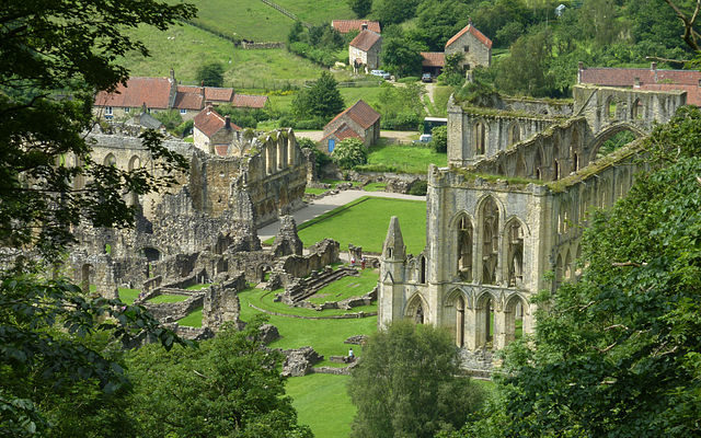 Rievaulx Abbey viewed from Rievaulx Terrace. Author: Wehha – CC BY-SA 3.0
