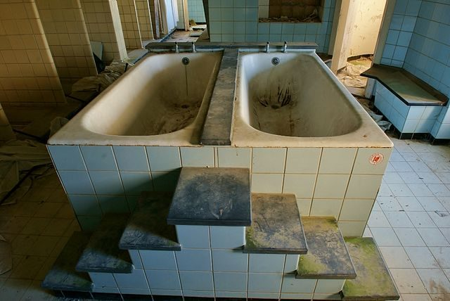 The bathroom/ Author: Skin – ubx – CC BY 2.0