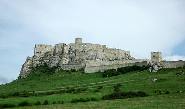 Spiš Castle is one of the largest castles in Europe/Author: János Korom Dr – CC BY-SA 2.0