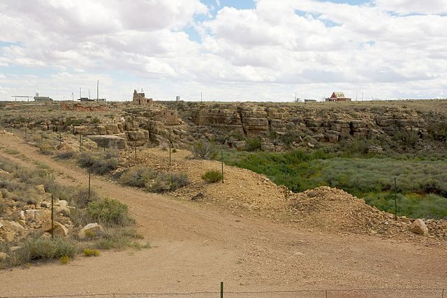 Two Guns from across Canyon Diablo/ Author: Marcin Wichary – CC BY 2.0