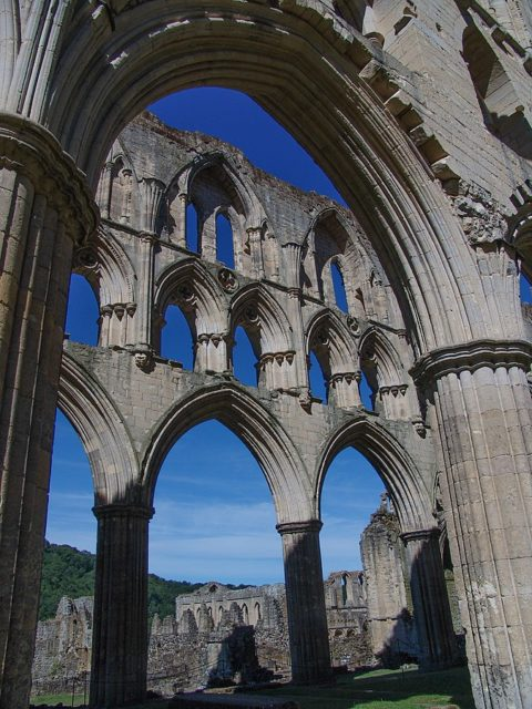 Arches and columns. Author: Tilman2007 – CC BY-SA 3.0