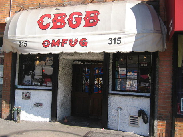 CBGB club facade, Bowery St, New York City. Photograph by Adam Di Carlo, taken 10/1/2005. Author: Adicarlo CC BY-SA 3.0