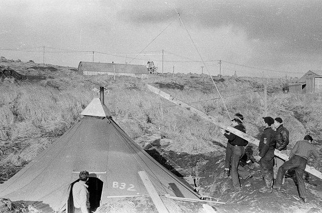 Servicemen at work / Adak 1/10/43. [Men, left to right] AMM 1/c Bill Maris, CNAP Bill Dunn, ARM ½ Chandler, AMM 3/c Barnett, AMM 1/c Strattos – Author: Alex Lindeman – CC by 2.0