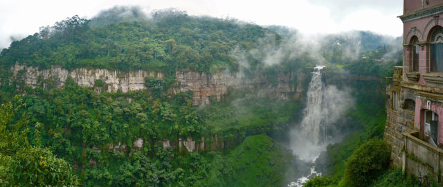 Fall of Tequendama with corner of the Mansion Hotel del Salto – Author: Andrés H. Cabrera – CC by 2.0