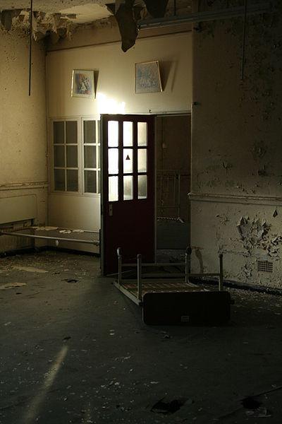 A bedroom within a ward. Author: Tuna-baron CC BY-SA 3.0