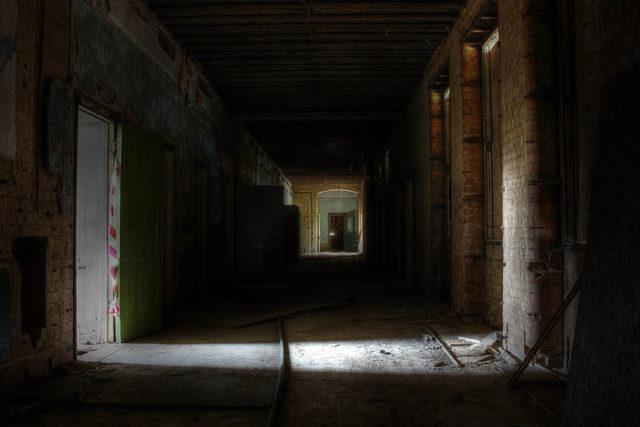 A dark ward block.Author:Sandyjune96 CC BY-SA 3.0