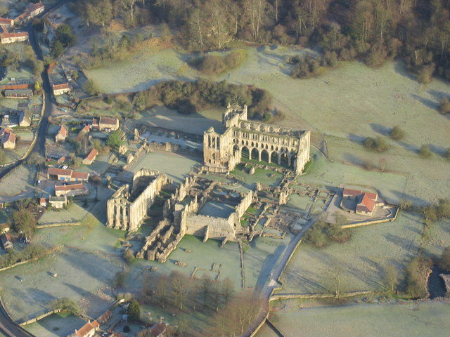 Rievaulx Abbey viewed from above. Author: Neil Reed – CC BY-SA 2.0