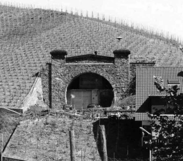 One of the never used railway tunnels in the Ahr Valley – Author: Markus Schweiß – CC BY-SA 3.0