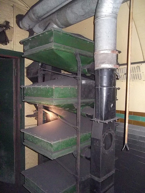 Air scrubbers – World War II relic.Author:Matt BrownCC BY 2.0