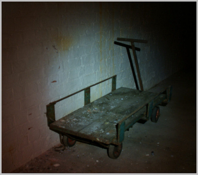 An abandoned trolley. Author:Skin – ubx.CC BY 2.0