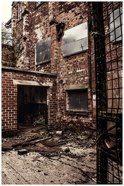 Decaying brewery. Author: MrkJohn.CC BY 2.0