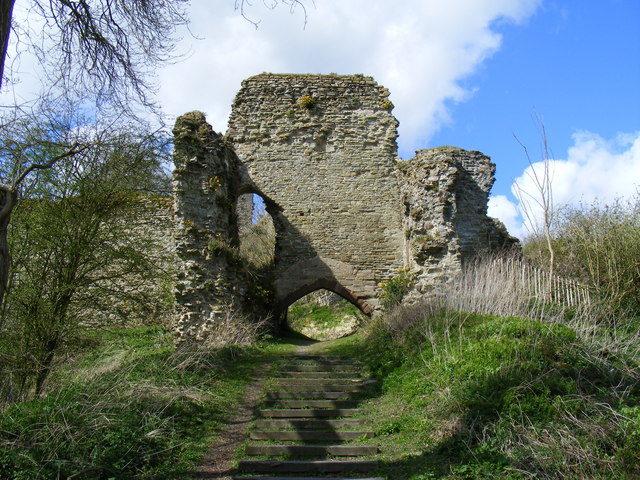 Entrance to Wigmore Castle/Author: PAUL FARMER – CC BY-SA 2.0